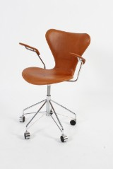 Arne Jacobsen. Office chair, model 3217, cognac leather