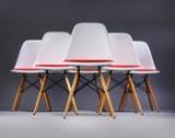 Charles Eames. Sæt på seks skalstole med rød hopsak, model DSW (6)