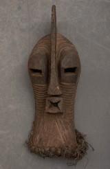 Parti afrikanska masker och skulpturer (12)