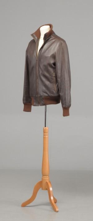 1fb44c22 Jakke bomber jacket i brunt handskeblødt kalveskindVera Pelle. Str. SM.  Denne vare er