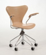 Arne Jacobsen, office chair with armrests, model 3217, imitation leather