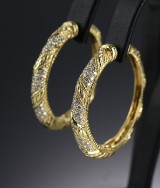 Judith Ripka. 18 kt. gold hoop earrings with pavé-set diamonds (2)