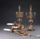 Et par kandelabre samt nyrokoko væglampet af bronze (3)
