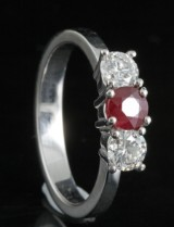 Diamond and ruby ring in 18kt approx. 0.67ct
