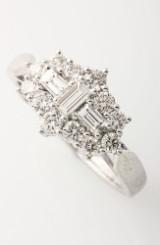 Brillantring- og diamantring af 18 kt. hvidguld, i alt 1.00 ct