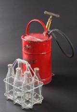 Brandsprøjte mrk. Ginge, Mælkemandsramme til flasker (8)