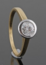 Diamond ring in 18kt   set with brillliant 0.65 ct
