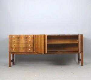 Sideboard der 1960 70er jahre in gemasertem holz for Sideboard 70er jahre