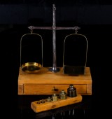 Apoteksvåg med viktsats, Skultuna, 1800-talets andra hälft