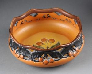 ipsens enke keramik P. Ipsen keramik lågkrukke, P. Ipsens Enke keramik rundt fad og  ipsens enke keramik