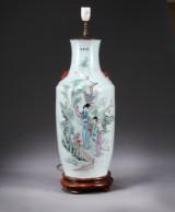 Kinesisk vase af porcelæn, 1900-tallet, monteret som lampe