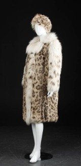 Snow leopard coat and accompanying hat, size approx. 38 (2)