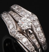 Diamond ring, 18 kt. white gold, total approx. 1.04 ct. Ring size 57/18.25