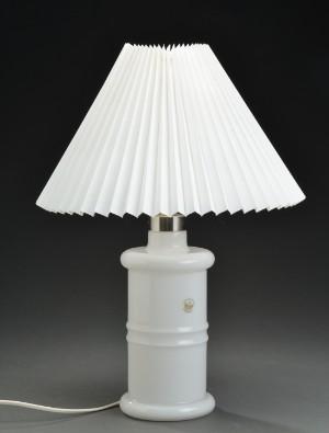 Holmegaard Apoteker Lampe Af Hvidt Opalglas Med Pliseret Skaerm