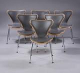 Arne Jacobsen. Et sæt på seks stole, 'Syveren', forsidepolstrede, gråt læder (6)
