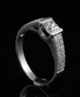 Ring in 18k set with diamonds  1.00ct