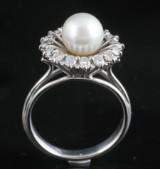 18kt diamant og ferskvand perle ring ca. 0.30ct <br>