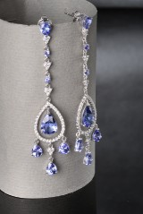 Tanzanite and diamond earrings, approx. 9.00 ct and approx. 1.00 ct.