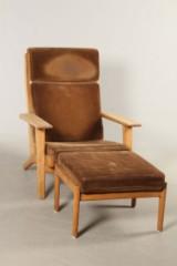 Hans J. Wegner. Lænestol høj model GE290A med fodskammel af eg (2)