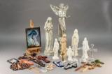 Samling engle, madonna og kristusfigurer mm (28)