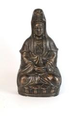 Figur der Göttin Guanyin auf Lotussockel