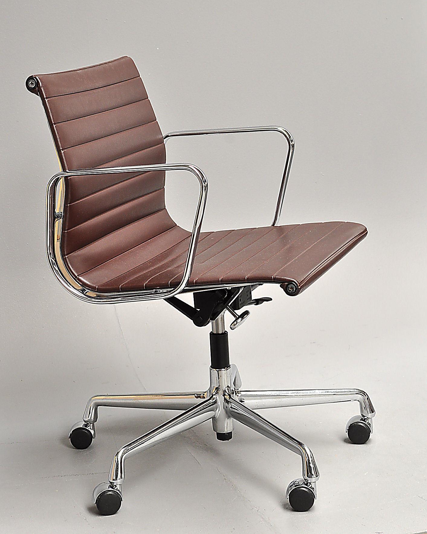 Charles Eames kontorstol. EA117. Design kontorstol.