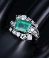 Emerald and brilliant-cut diamond ring, 18 kt. white gold