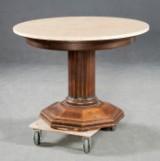 Tisch mit polierter Steinplatte