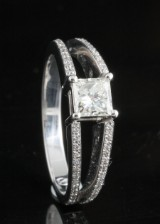 Ring in 18k set with diamonds 1.15ct