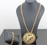 18kt multi gem medallion with onyx approx. 130 gr