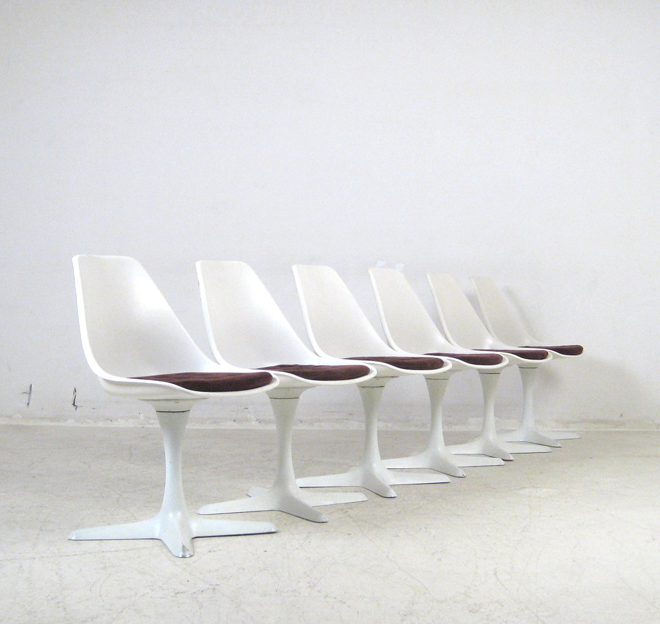 Maurice Burke, Tulip spisebord + Tulip Chairs stole for