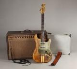 Elektrisk guitar 'No. 1', flightcase samt 'acoustic' transistorforstærker