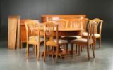 Spisestue i bejset elmetræ. Bestående af bord, stole skænk og buffet (13)