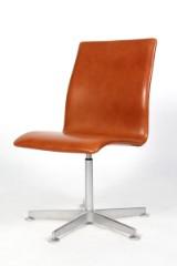 Arne Jacobsen. Oxford office chair, Walnut Elegance leather