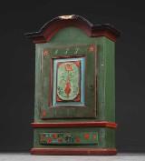 Barok almueskab samt 2 empire lampeborde af mahogni (3)