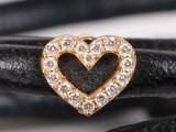 Ole Lynggaard. Sweet spot hjerte af 18 kt guld, 0.16 ct med læder