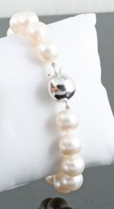 Fresh water pearl bracelet in 18kt