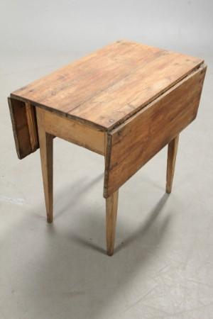Vare: 3111031 lille klapbord, almue 1800 tallet.