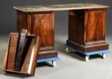 Schreibtisch mit Lederauflage