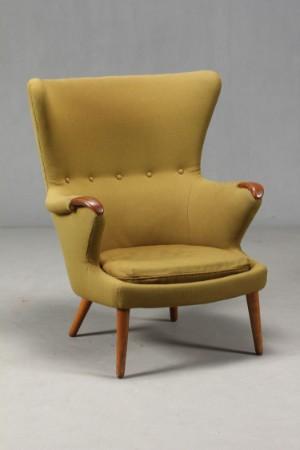 Populære Dansk møbelproducent. Polstret lænestol. Negle af teak, ben af eg ZH-14