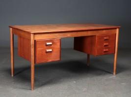 Børge Mogensen. Skrivebord af massiv og fineret teaktræ
