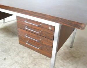 Schreibtisch der 1960 70er jahre in palisander optik for Schreibtisch 70er jahre
