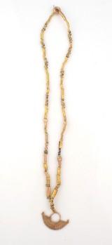 Halskedja med hänge Sinu 200 - 1500 e. Kr Denna vara har satts till omförsäljning under nytt varunummer2416404