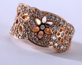 Ole Lynggaard. 'Blonde' ring, 18 kt. rosé gold with 1.13 ct. of diamonds