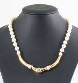 Diamond and fresh water pearl necklace 18kt approx. 1.25ct