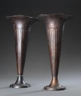 To vaser af patinerede kobber (2)