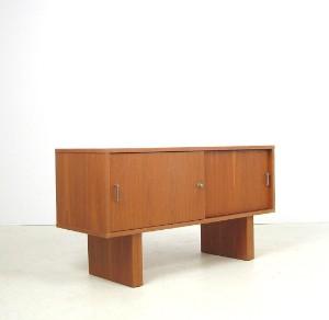 frei stellbares sideboard der 1960 70er jahre in teak. Black Bedroom Furniture Sets. Home Design Ideas