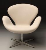 Arne Jacobsen. The Swan easy chair, model 3320,  cream-coloured Hallingdal wool from Kvadrat