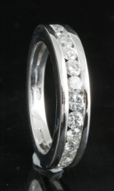 Ring in 18k set with brilliant cut diamonds approx. 0.62ct
