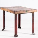 Tisch / Kleiner Esstisch im Industrialdesign